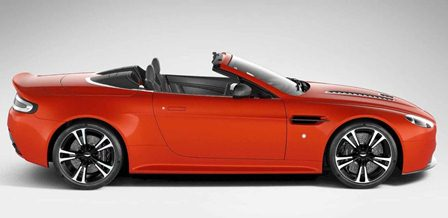 Фото нового Aston Martin V12