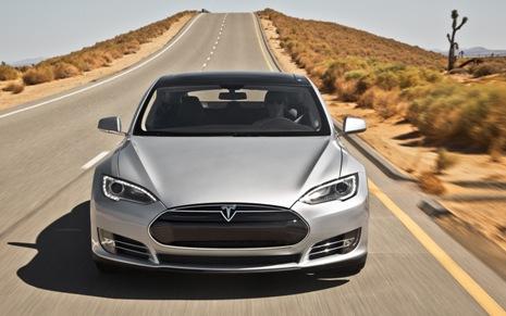 Тesla Model S бьет рекорд скорости
